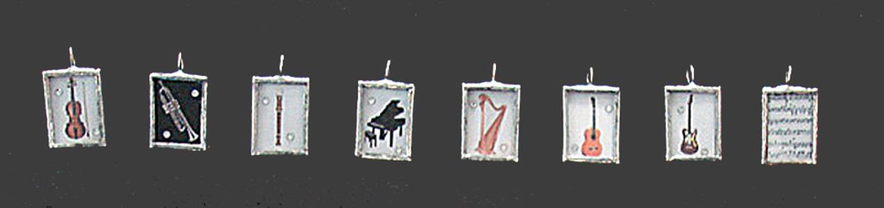 Belle Musique Pendant with 32 black velvet ribbon