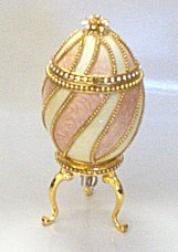 Pink pigeon egg  lined musical box ring holder