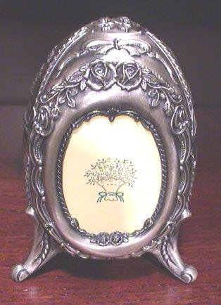Musical Egg in Pewter - Ring holder and photo frame