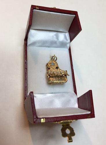 piano pendant in leather box