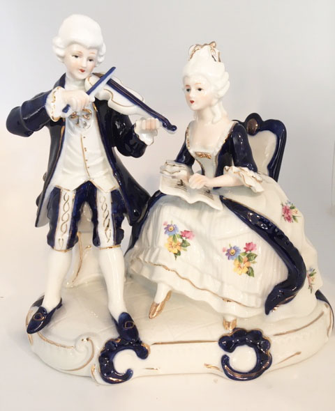 A musical Moment - Violinist Serenades a Lady -  Porcelain Figurine.