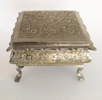 """4"""" Zimbalist Music Box with Queen Anne Legs"""