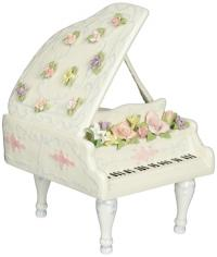 Sweet porcelain piano plays fur Elise